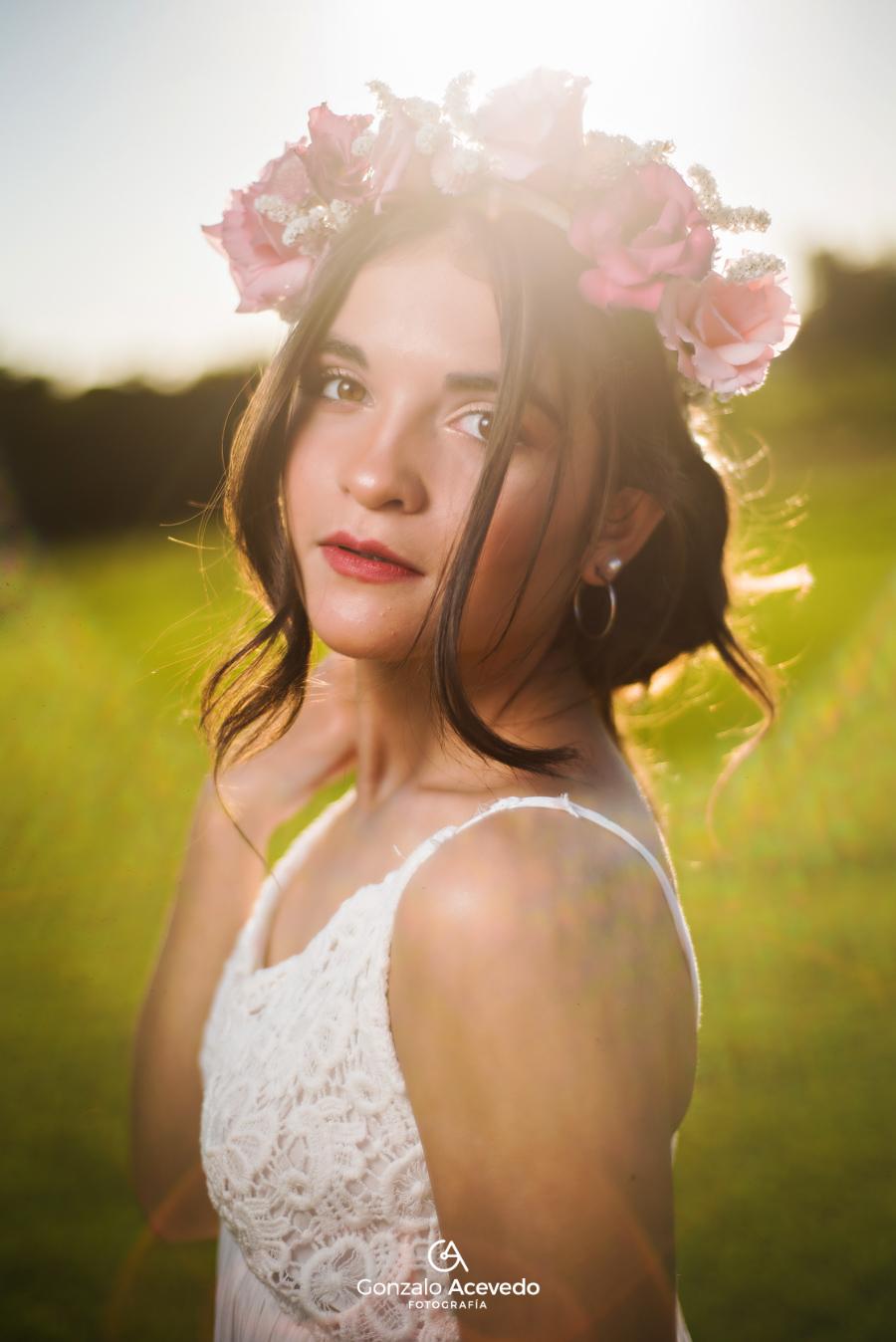 Book de campo al aire libre con corona de flores Gonzalo Acevedo