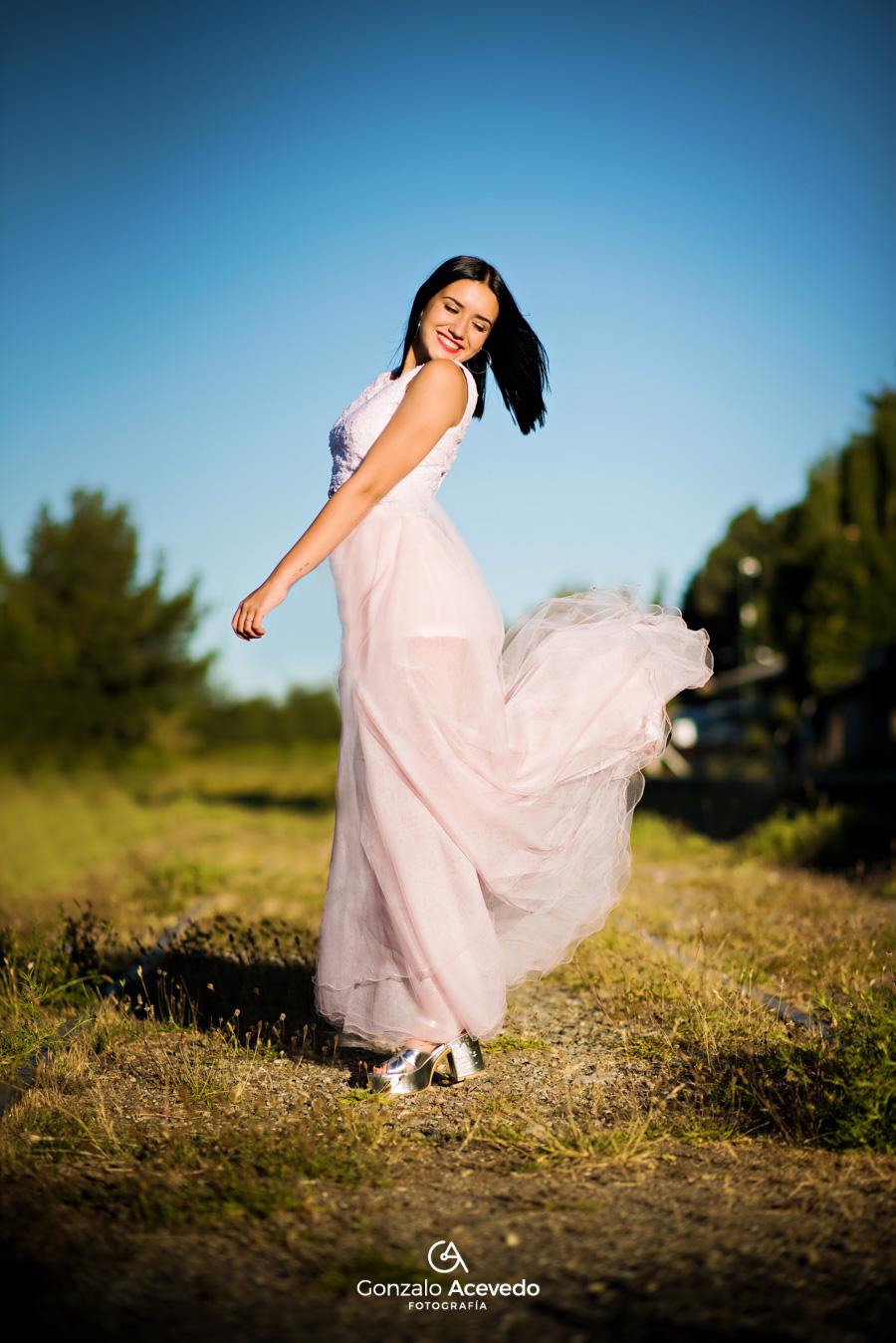 book de 15 de Lola Tomaszeuski influencer con vestido de Cynthia Martos en Bariloche Argentina